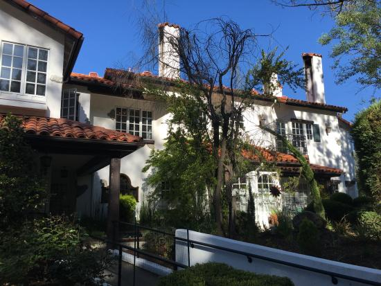 Oakhurst, CA: Back of the Chateau from the Spa area