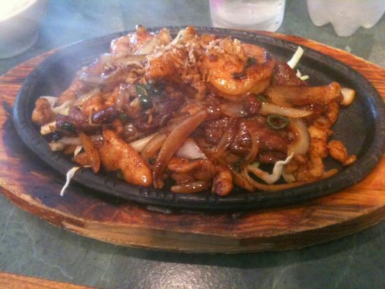 Shellharbour, Avustralya: Satay chicken skewers arev the best in illawarra.  Vietnamese Lemongrass chicken w steamed rice