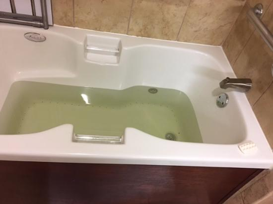 Hampton Inn & Suites Abilene I-20 : Dirty water straight from the tap. DONT STAY HERE!