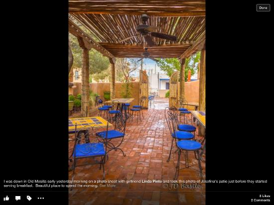 Josefina's Old Gate: Cafe patio