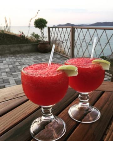 Hotel La Finisterra: BEST strawberry margaritas made by Jonathan