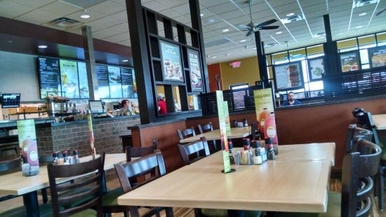 Lake Worth, TX: McAlister's Deli Counter and Seating Area