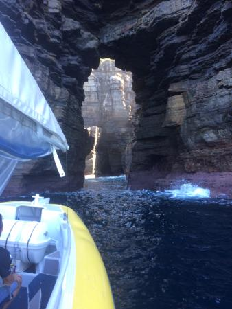 Huskisson, Australia: Deep sea cave - 80 metres into cliff face