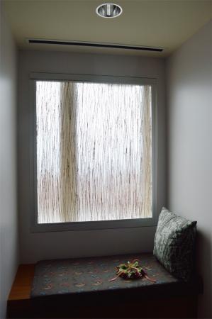 The Westin Galleria Dallas: Window seat in the Sky Room.