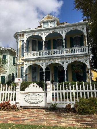 Coppersmith Inn Bed & Breakfast: Front of B & B