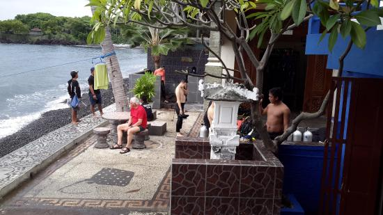 Matahari Tulamben Resort, Dive & SPA: View from the restaurant towards the dive shop