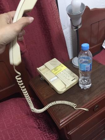 Hotel Plaza: Ni el teléfono funciona.... Imaginarse el resto