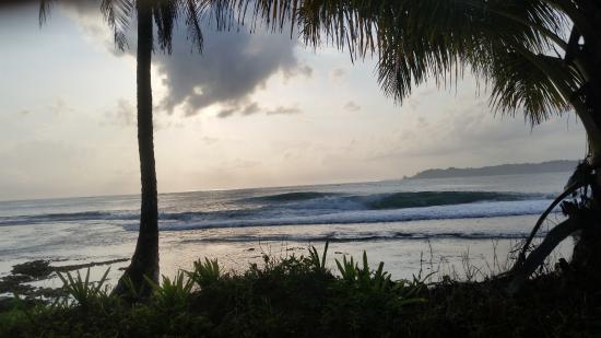 Playa Bluff Lodge : más playa