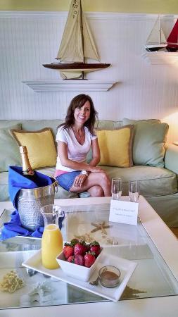 Beachside Village Resort: Living Room of the Nantucket Suite