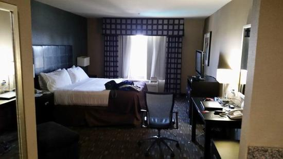Holiday Inn Ontario Airport: Our king room
