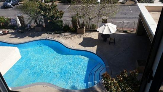Holiday Inn Ontario Airport: A view of the pool forour room