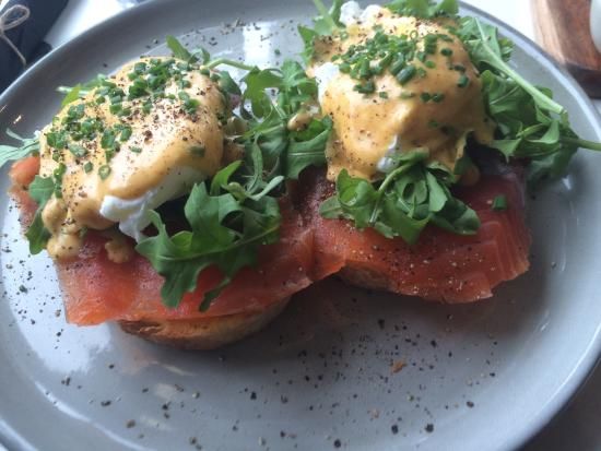 Bellerive, Australië: Poached eggs with salmon