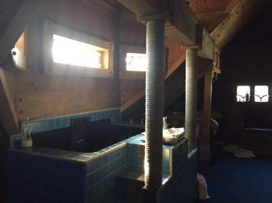 Los Alamos, CA: soaking tub in daylight