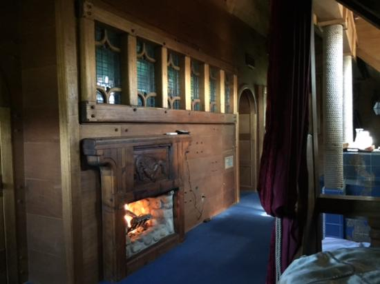 Los Alamos, CA: Pirate room from the bed