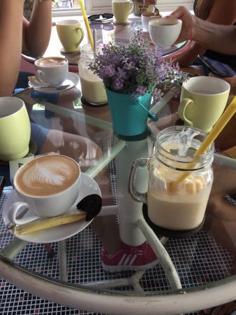 Отличное место! Европейские завтраки, вкусный кофе, лучший в Дананге манговый смузи.
