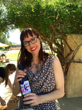Sunstone Vineyards & Winery: Friendly wine server