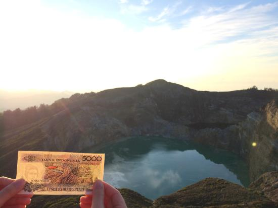 Ende, Indonesia: 5000 Indonesian Rupiah Notes printed with the iconic Danau Kelimutu Lake