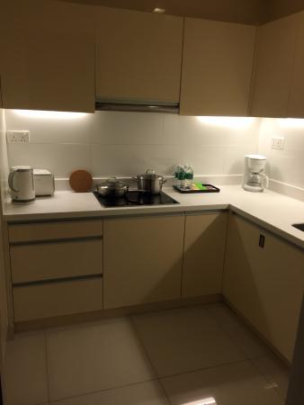 PARKROYAL Serviced Suites Kuala Lumpur: Kitchen comes with everything a family need to make a full meal