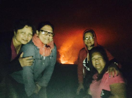 Kilauea Volcano Military Camp: The crater at night at Jagger Museum
