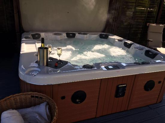 Wighton, UK: Selection of fruit at breakfast and hot tub in garden for guests use