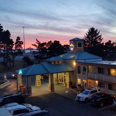 BEST WESTERN PLUS Northwoods Inn: Sunset on the Pacific, worth the drive for sure.
