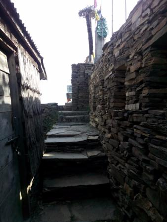 Chail, India: Way to the Main Door