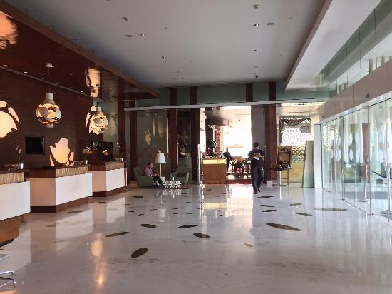 Novotel Bengaluru Techpark: Clean and modern hotel lobby