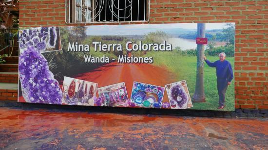 Wanda Mines: Mural que anuncia la mina