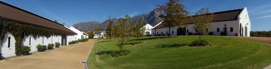 Franschhoek, Republika Południowej Afryki: What a setting - and wheelchair friendly