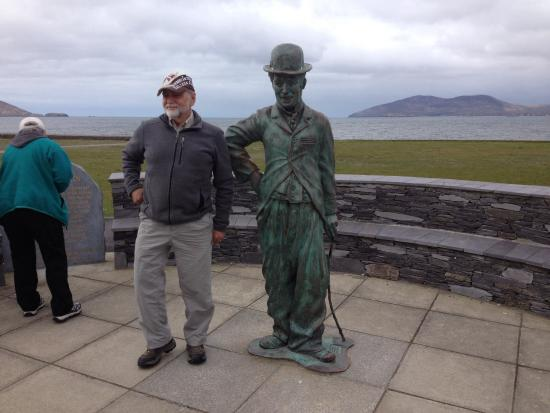 Waterville, أيرلندا: Great view of the sea from the statue!