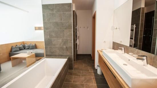 Santa Maddalena, إيطاليا: Bathroom Garden Suite Superior