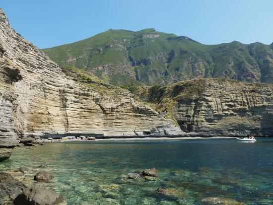 Isola di salina cala di pollara picture of salina for Salina sicily things to do
