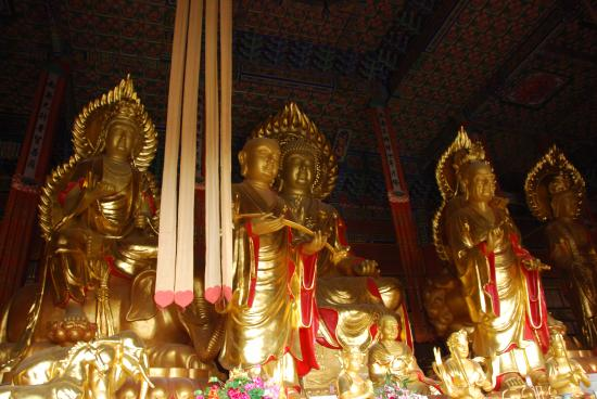 Three Pagodas reflection Park: In the Chongsheng temple