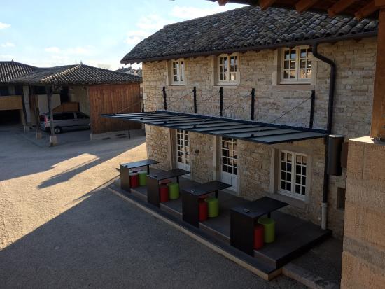 Clesse, Francja: vue sur la vinothèque du Châteu depuis.