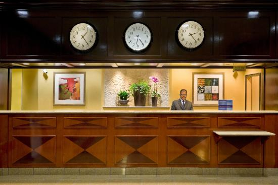 Crowne Plaza Hotel Englewood: Front Desk