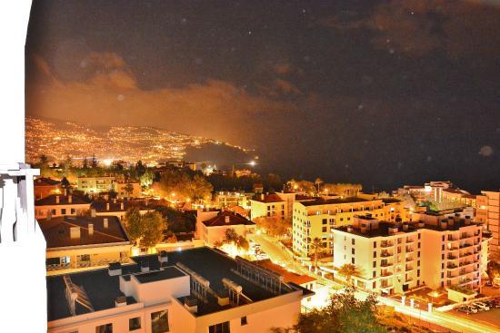 Dorisol Estrelicia: Nattbild från vår balkong