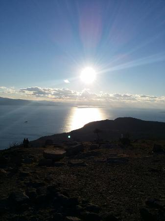 Adatepe, ตุรกี: Sun's shining on Zeus' altar near Hunnap Han
