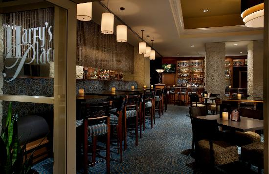 Tempe Mission Palms: Harry's Place Lounge