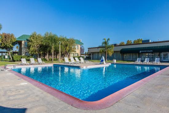 Clarion Inn & Suites: Pool
