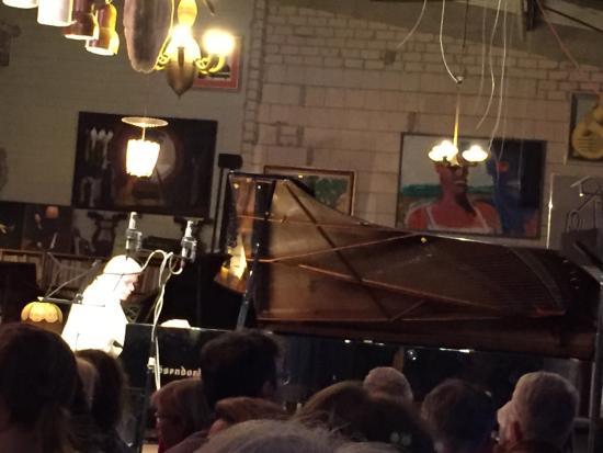 Piano Salon Christophori : Beautiful grand piano