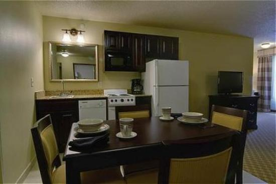 Chanhassen, MN: Apartment Suite Kitchen