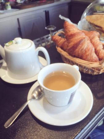 La Garenne-Colombes, Francia: Petit déjeuner au Mederic ☕️😊🌸