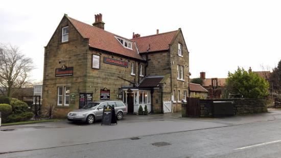 Fylingdales Inn: esterno
