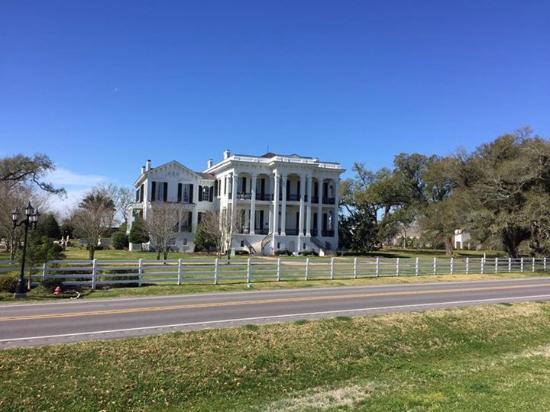 White Castle, Луизиана: Nottoway Plantation gezien vanaf de dijk aan de Mississippi