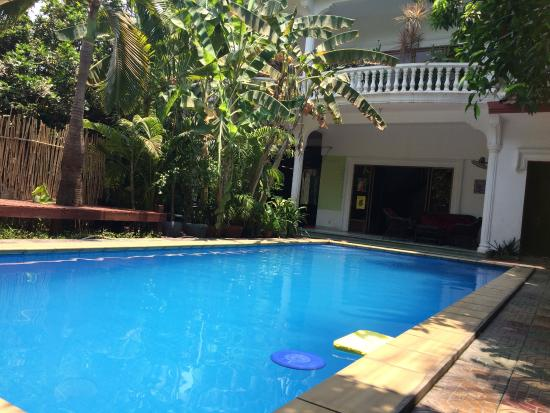 3 Mangos: this pool is needed in hot sticky Phnom Penh