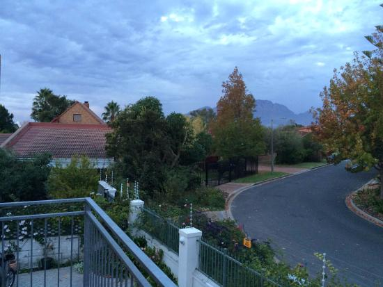 بينيلوبيز جست هاوس: View from balcony
