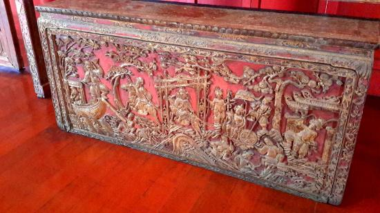 Songkhla National Museum: Carved table top
