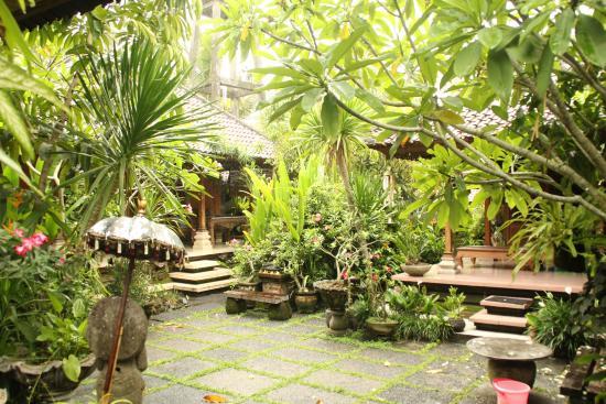 Nirwa Ubud Homestay: Wonderfull garden