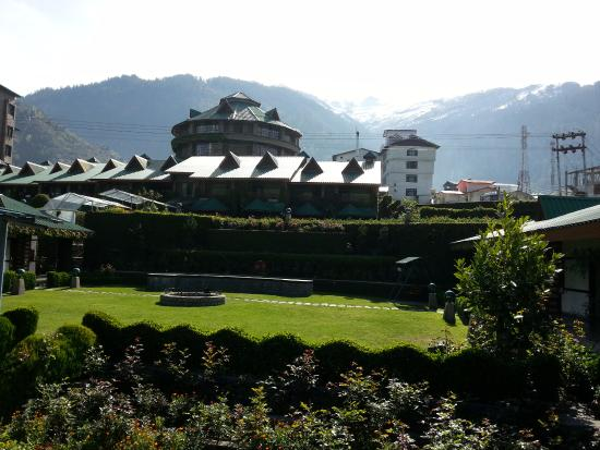 White Meadows - Manali: The circular tower houses the Presidential Suite and the Royal Suite on two different levels