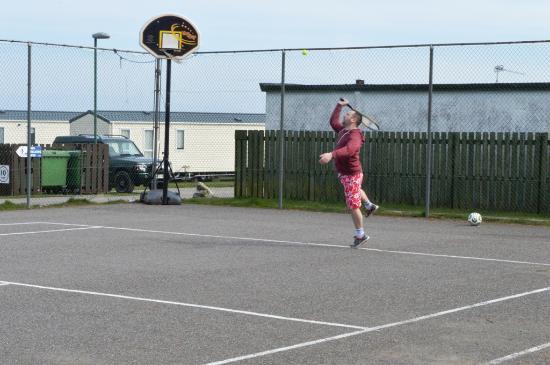 Grannie's Heilan' Hame Holiday Park: Tennis Courts